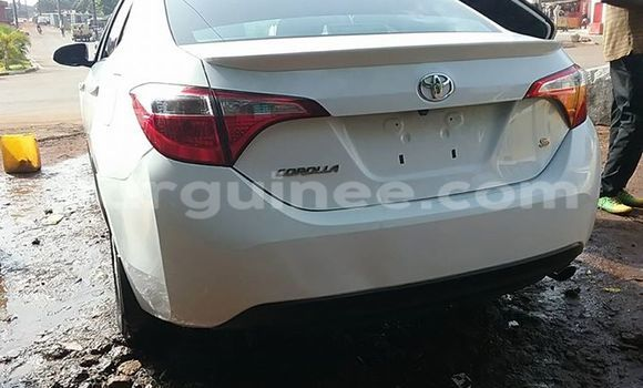 Acheter Voiture Toyota Corolla Blanc à Kaloum en Conakry